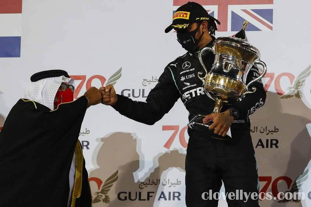 Lewis Hamilton ชนะบาห์เรนกรังด์ปรีซ์ Mercedes Lewis Hamilton จัดการแข่งขัน Red Bull ของ Max Verstappen เพื่อชัยชนะในการแข่งขัน